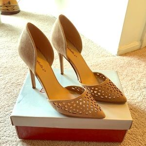 Breckelle's Tan Pointy Heels